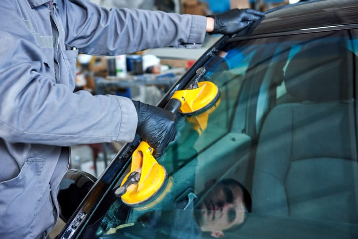 3 Reasons to Hire a Pro for Auto Glass Installation